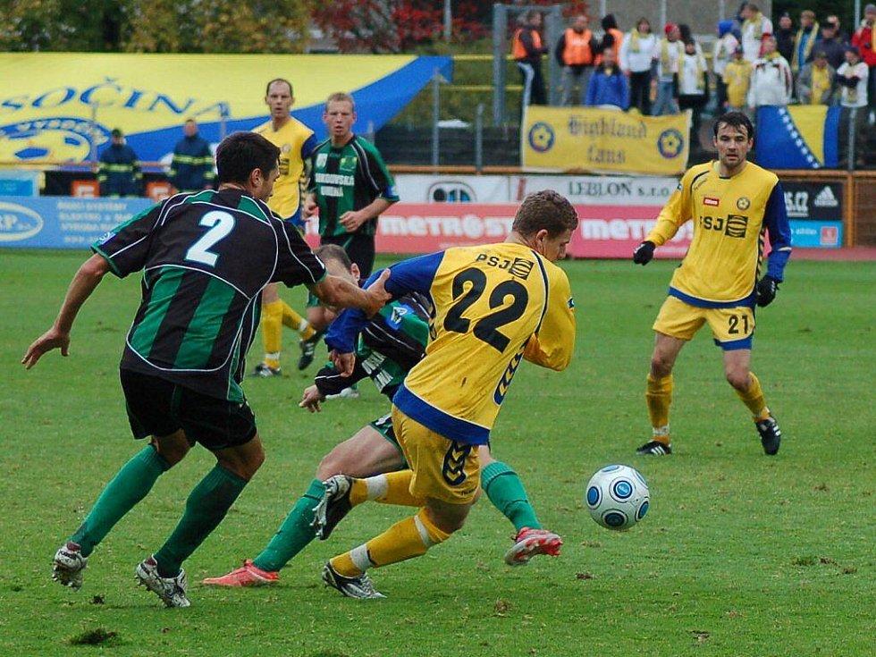 Z fotbalového utkání FK Baník Sokolov – FC Vysočina Jihlava.