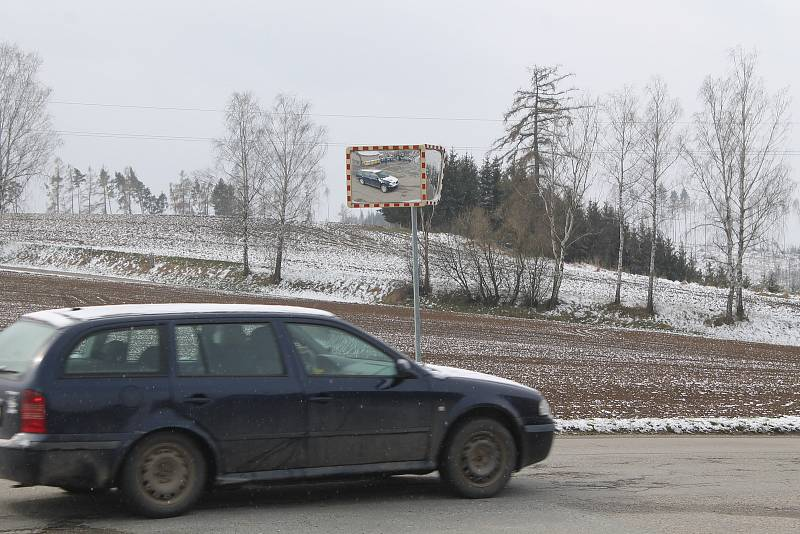 Pole v Rantířově, kde vyroste nová čtvrť, bude tam i náves.