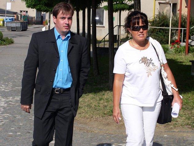 Ondřej Turek přicházel k soudu se svou obhájkyní s nadějí, že bude osvobozen. Přestože hlavní líčení sledoval, soudu se nakonec omluvil, že na vynesení rozsudku nepřijde.
