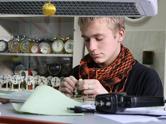 Zhruba polovinu času studia stráví studenti oboru hodinář na odborném výcviku.