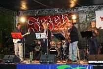 Deštivé počasí a na červenec poměrně nízké teploty potrápily organizátory hudebních festivalů v Jihlavě a na hradě Roštejn.