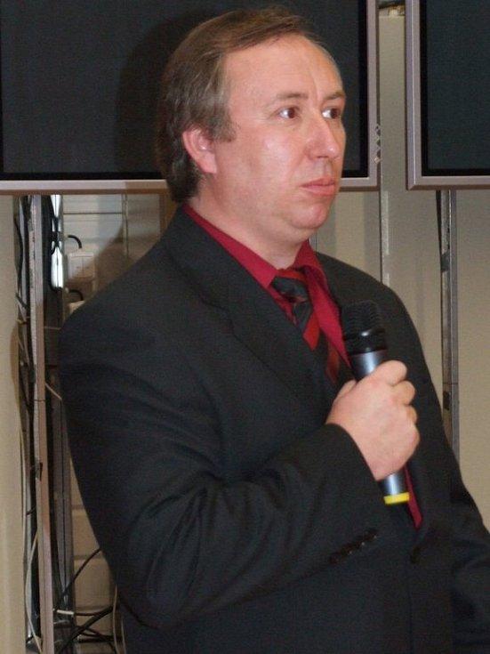 Ředitel zpracovatelské divize firmy SCA Packaging Tomáš Januš uvedl, že v hale bude zaměstnáno kolem 45 lidí. Firma se k Jihlavě stěhuje z Dobronína.