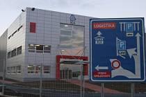 Takto vypadá výrobní hala papírenského koncernu SCA v Jihlavě zvnějšku.