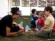 Své umění představí na kočovném festivalu také Cigi Cigi Cirkus.
