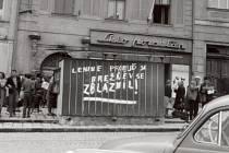 Trafika na Masarykově náměstí v Jihlavě posloužila v srpnu 1968 jako tabule pro zoufalý výkřik okupovaných. Trafika stojí i dnes na témže místě, ale nápis už na ní není.