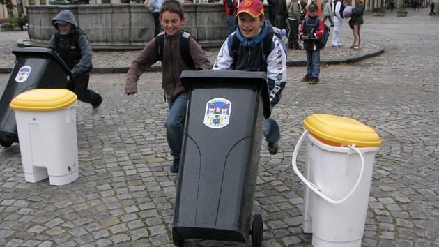 Odpadová olympiáda škol na Masarykově náměstí v Jihlavě.