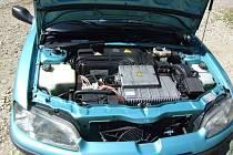Pohled pod kapotu elektromobilu Peugeot 106 Electric.