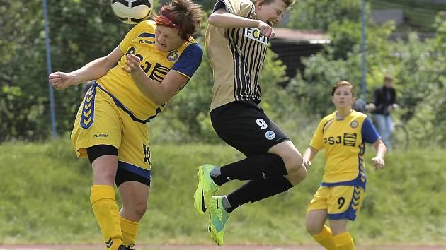 Sobotní první zápas finálové série II. ligy fotbalistek se hrál podle not velmi dobrého celku Liberce, který porazil jihlavské hráčky 3:0.
