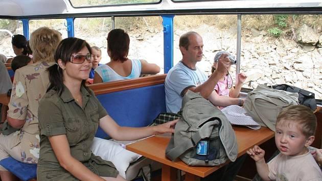 Cestujícím se plavba velice líbí.
