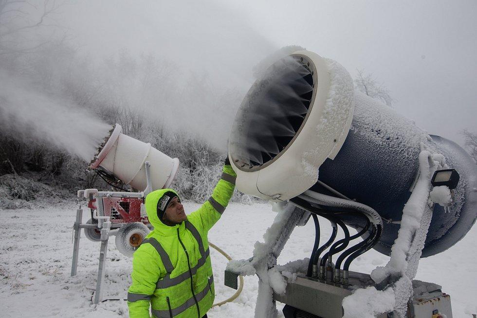 Zasněžování Ski areálu v Lukách nad Jihlavou.
