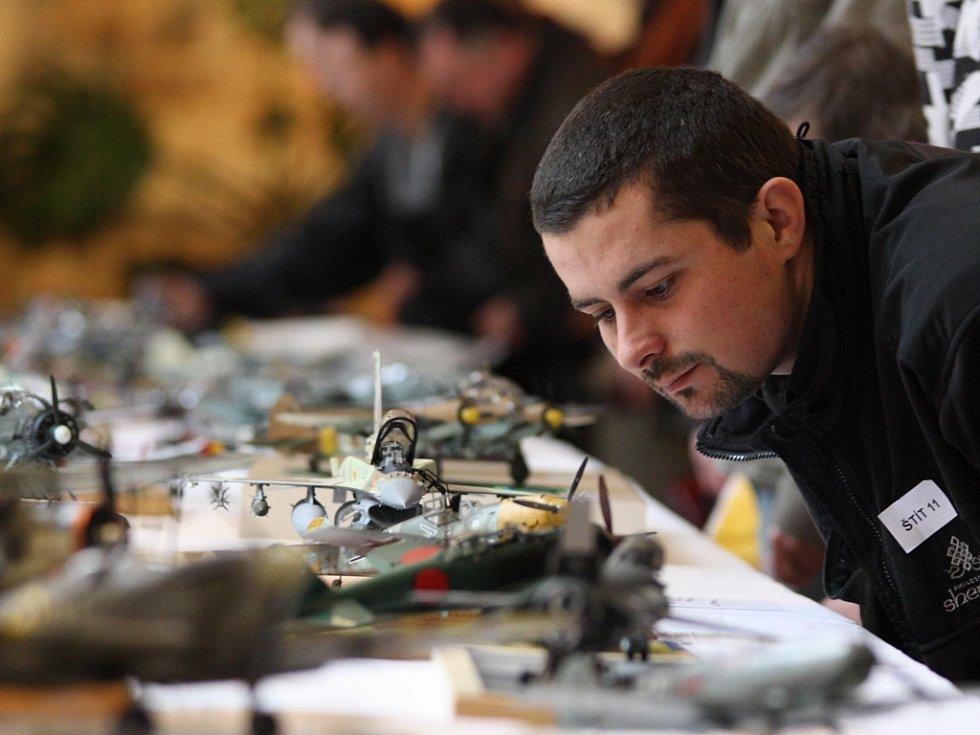 Plastikové modely na tradiční jihlavské výstavě O štít města Jihlavy vždy budí zájem návštěvníků.