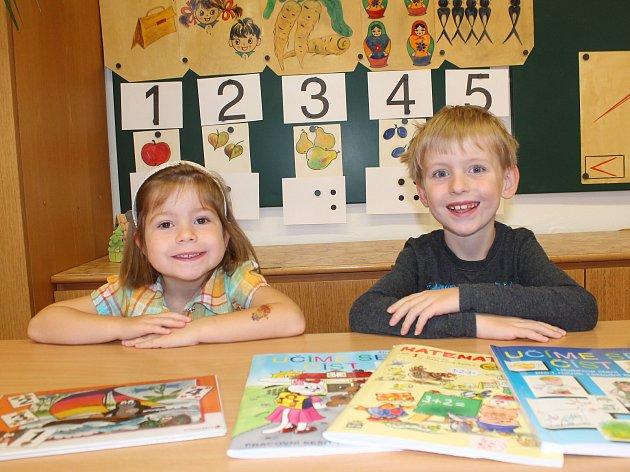 Na fotografii jsou žáci první třídy ze Základní školy a Mateřské školy vHodicích. Vletošním školním roce nastoupili dva prvňáci.