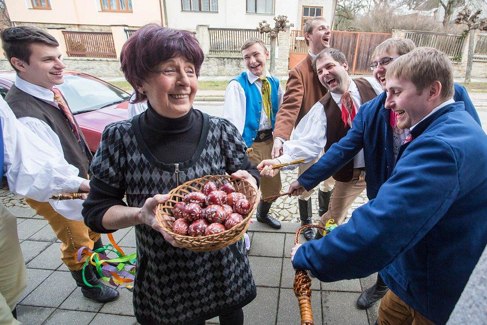 Velikonoční krojovaná obchůzka, soubor Podjavořičan.