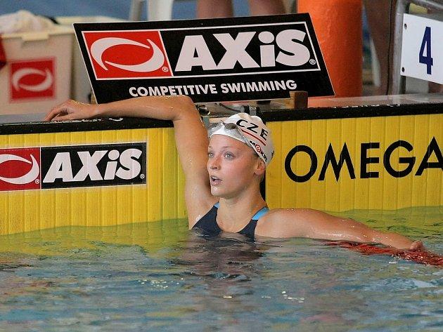 Simona Baumrtová v Jihlavě vyhrála čtyři disciplíny, nepokořena zůstala na znakařské padesátce a stovce a na delších motýlkářských distancích.