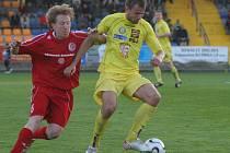 Nejlepší střelec FC Vysočina Petr Faldyna (ve žlutém) si na konto připsal další přesnou trefu. V souboji s Třincem proměnil na konci první půle pokutový kop.