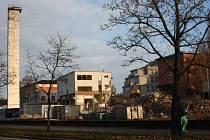 Demolice. Mluvilo se o ní už několik let. Hospodářská budova bývalé jihlavské nemocnice ve Fritzově ulici byla ve špatném stavu a ohrožovala kolemjdoucí.