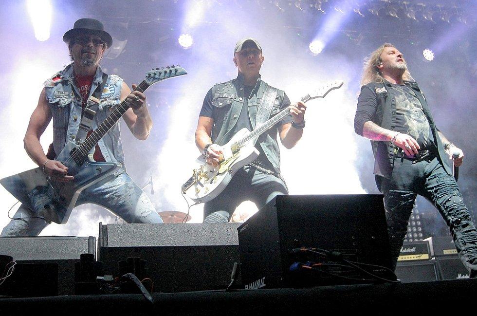 Skupina Kabát rozezněla dav svou písničkou Žízeň.