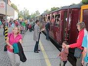 Sobotní program na nádraží v Třešti odstartovalo vystoupení skupiny Laura a její tygři.