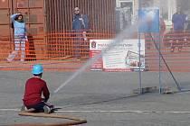 Masarykovo náměstí hostí soutěž mladých hasičů v požárním útoku.