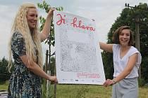 Plakát festivalu byl představen v sadě, který organizátoři festivalu spolu se zástupci města předloni založili.