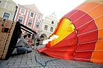 Do balonového létání se Tomáš Stejskal zamiloval už před osmnácti lety. O pár let později se stal pilotem. V koši už strávil na 900 hodin. Na balonovém létání ho nejvíce baví volnost.