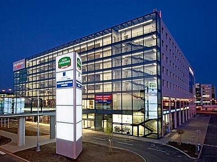 Multifunkční komplex Europort na letišti v Praze-Ruzyni.