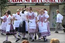 Pravidelně v červnu se ve Velké Bíteši koná přehlídka tamních folklorních skupin. Děti předvedou tanec, zpěv, říkadla i hru na flétnu.