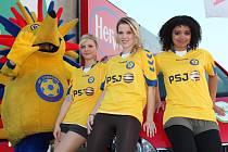 Úřadující Miss internet FC Vysočina je Linda Jamborová (vlevo). Která kráska po ní letos v květnu převezme pomyslnou korunu?