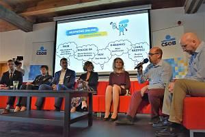 Diskuse ke kyberšikaně, ilustrační foto.