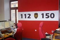 Na číslo 112 lidé nejvíce volají v pátek v podvečer a také o víkendu.