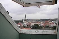 Výhled na historické centrum Polné mnoho lidí zřejmě neláká. Z osmnácti bytů v bývalém učilišti při Smetanově ulici se zatím prodaly pouze čtyři.