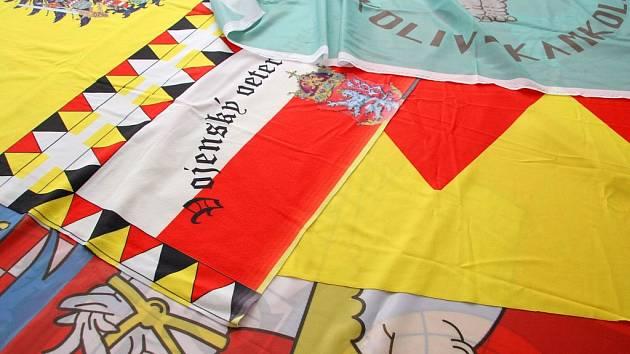 Chotěbořská firma Soleta Signum šije vlajky pro celý svět.