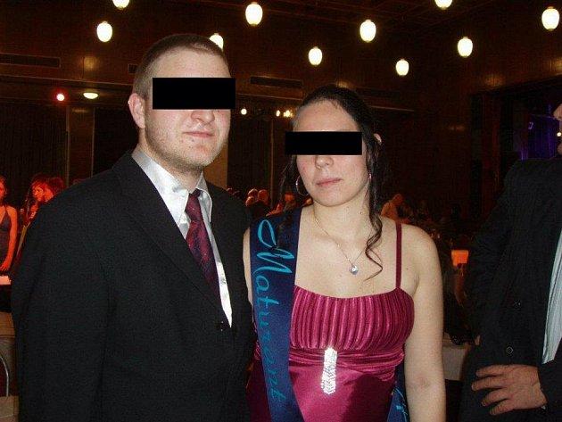 Lucie K. podezřelá z dvojnásobné vraždy novorozeňat na snímku z maturitního plesu. Střední školu ale nedostudovala.
