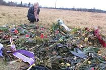 Tragickou událost z konce prosince na Dolině připomínají květiny a svíčky.