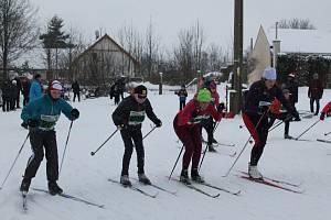 Mráz závodníky neodradil. Teplé oblečení, rukavice, čepice, a hlavně dobře namazané lyže potřebovali závodníci Jihlavské 15. Klání se konalo na počest památky zesnulého Josefa Kratochvíla, který přes tři desítky let závod organizoval.