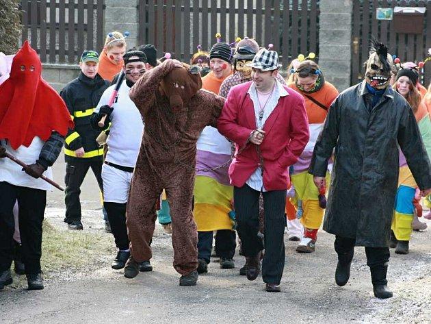 V Kamenici a v Bítovčicích vyšly maškary do ulic už po ránu.