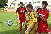 Přestřelka. Fotbaloví mladší dorostenci FC Vysočina (ve žlutém) na svém hřišti slavili tři body. Pod výhrou 5:2 se podepsal hlavně Šrámek, který se trefil čtyřikrát!