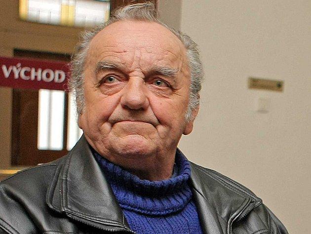 Jeden z pozůstalých. Milan Šimůnek z Golčova Jeníkova včera u soudu v Hradci Králové nechyběl.