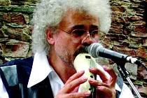 I když se Zdeněk Němeček přirovnání k Ianu Andersenovi brání, jeho bravurní hra na různé flétny a píšťaly legendárního britského muzikanta silně připomíná.