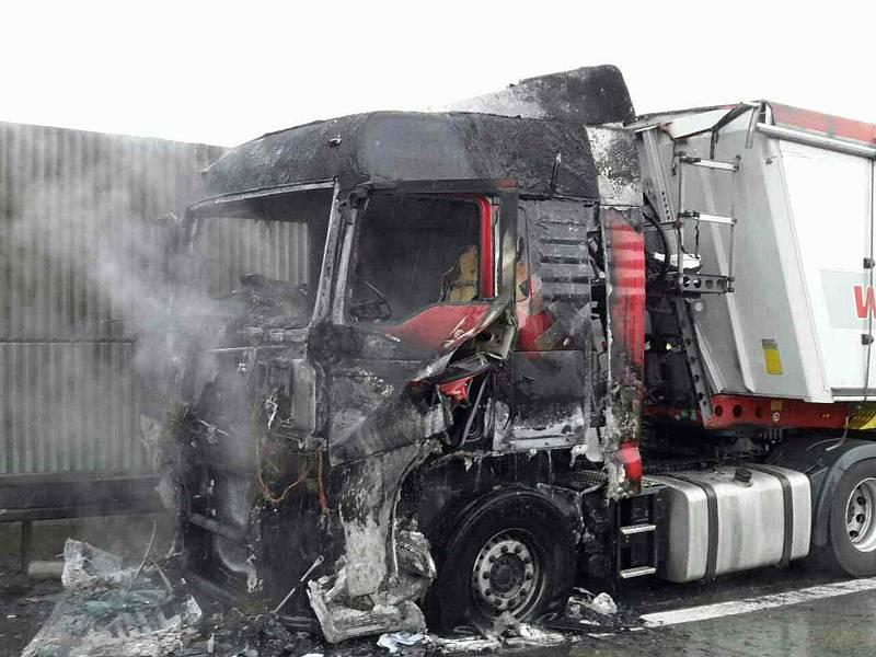 Požár na dálnici D1.