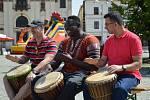 Druhý ročník multikulturního festivalu přilákal v sobotu na jihlavské Masarykovo náměstí řadu zvědavců. K vidění zde byly ukázky hudby a tance z různých koutů světa, jako  je Mexiko, Sýrie, Srbsko, Itálie i Afrika. Cílem celé akce bylo ukázat dětem i dosp