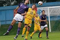 Po čtyřech porážkách zdolali hráči Vrchoviny o víkendu Tasovice a vítěznou náladu udrželi i ve středu, když v předehrávce zdolali na svém stadionu Rosice.