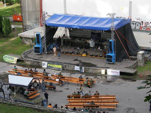 Jihlavský amfiteátr, který se přes léto trošku zaplnil při festivalu Porta.