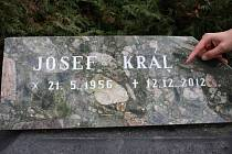 Josef Král si své datum úmrtí stanovil na 12. 12. 2012. Náhrobek je na jihlavském hlavním hřbitově.
