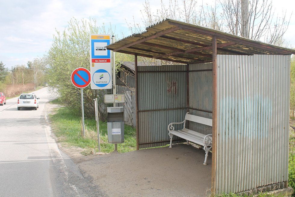 Zastávka v Lesnově patří mezi ty nejhůře vypadající.