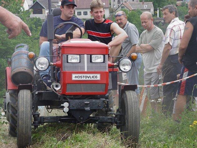 Miroslav Homolka (vlevo) se spolujezdcem Petrem Kosinou, oba z Hostovlic, se zařadili po bok strojů, které jely do vrchu.