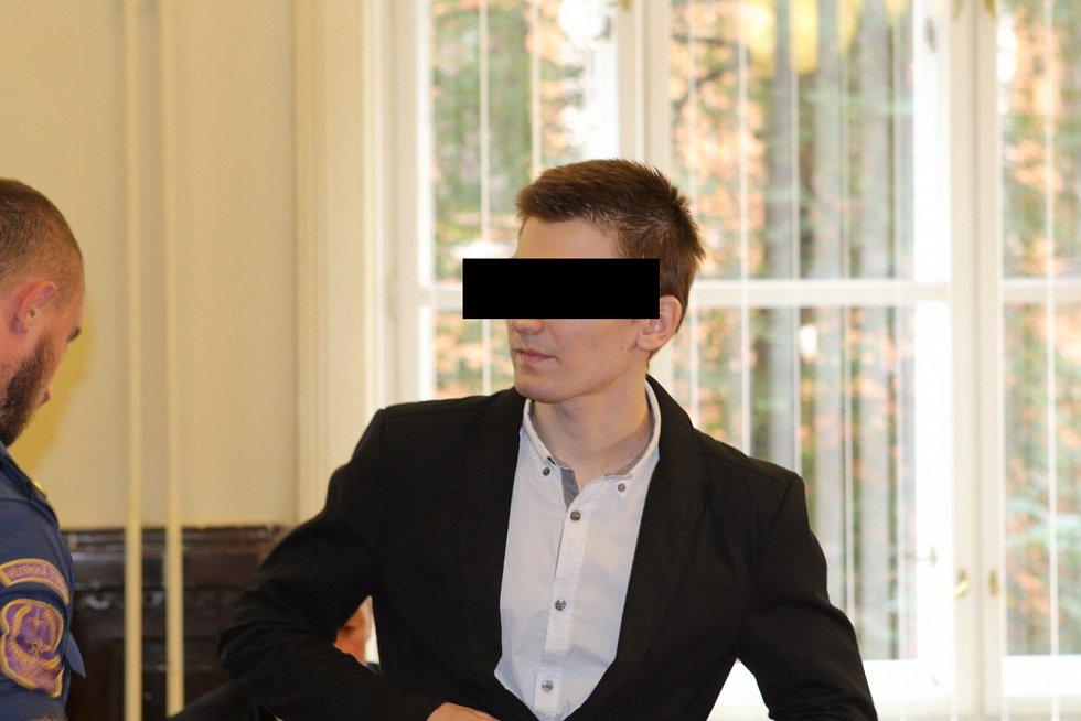 Krajský soud v Brně začal projednávat dvojnásobnou vraždu v Jihlavě. Obžalovaným je nadějný hudebník Marek Č.