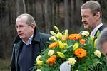 Rozloučit se s Jaroslavem Pittnerem, který zemřel ve věku 83 let, se přišla v pátek odpoledne do jihlavského krematoria celá řada osobností. Na fotografii Josef Augusta.