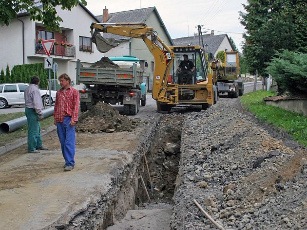 Výstavba vodovodu v Puklicích
