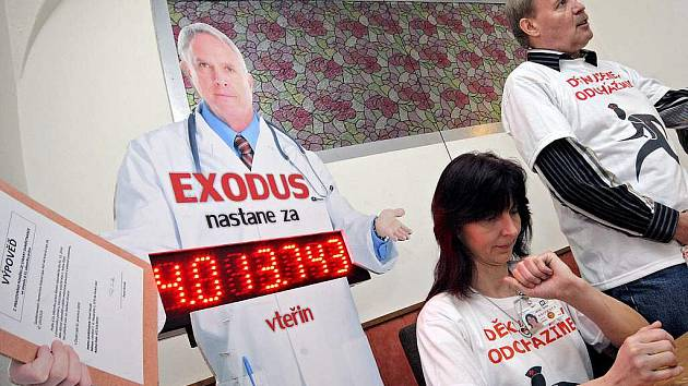 Lékaři: Přidejte nám peníze auberte práci. Nebo půjdeme